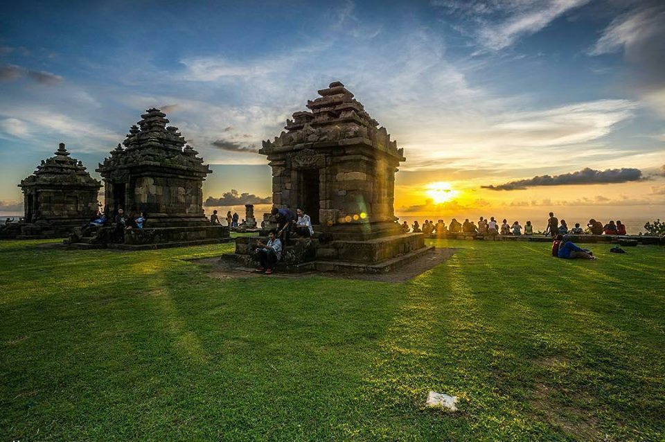 candi ijo sunset